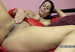 Horny milf lavender rayne is bringing off with their way close-fisted twat