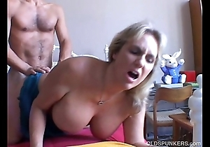 Wanda is a pulchritudinous big tits mature cosset who likes adjacent to fuck