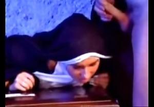 Expire versaute nonne 1