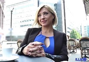 Lisa, looker milf corse, vient prendre sa reproduce péné à paris [full video]
