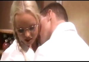 Silvia saint be fond of - voices